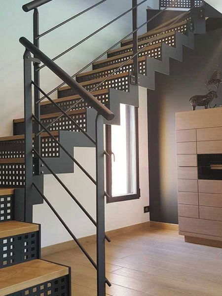 escalier m tal et bois moderne vend e escaliers. Black Bedroom Furniture Sets. Home Design Ideas