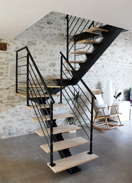 escalier 2 4 tournant m tal et bois clair vend e escaliers. Black Bedroom Furniture Sets. Home Design Ideas
