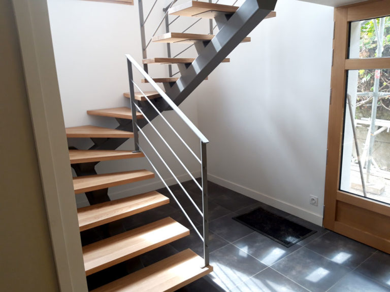 Escalier limon central 2/4 tournant