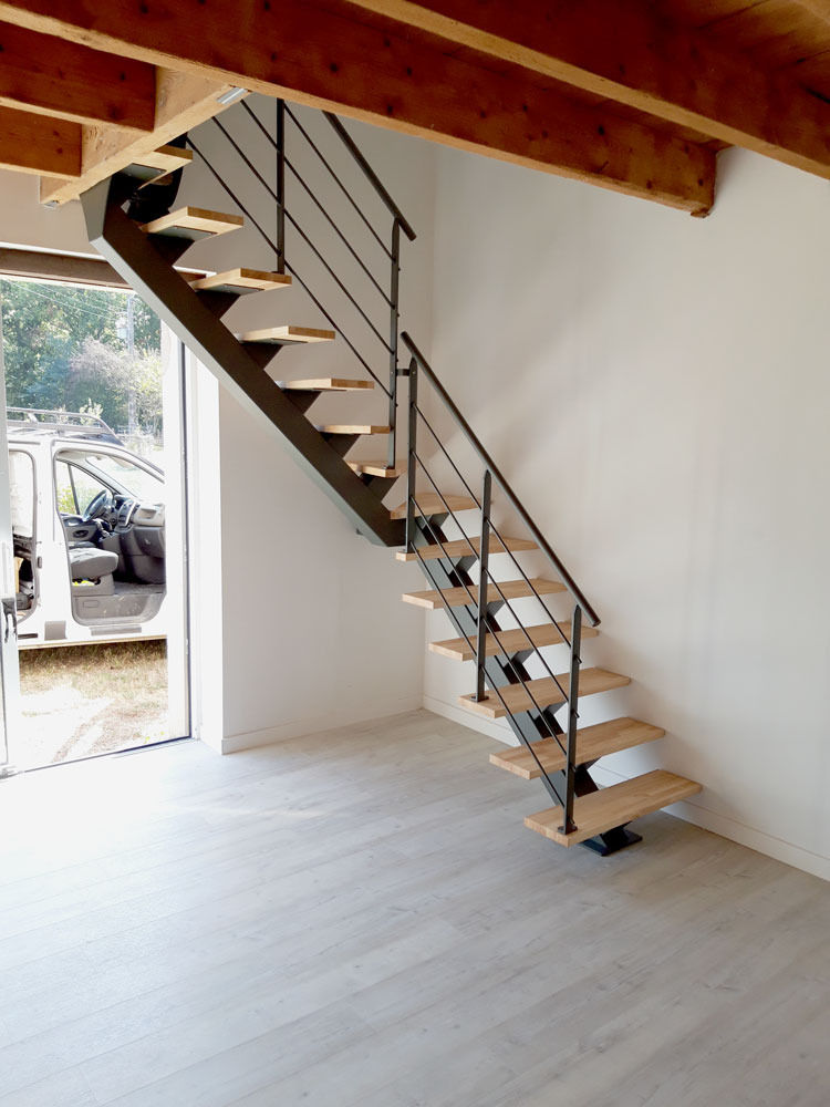 Escalier limon central ¼ tournant